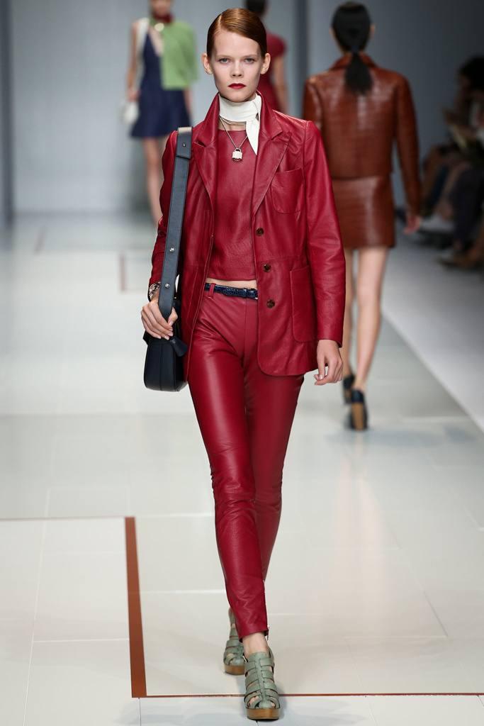 кожаный костюм красный
