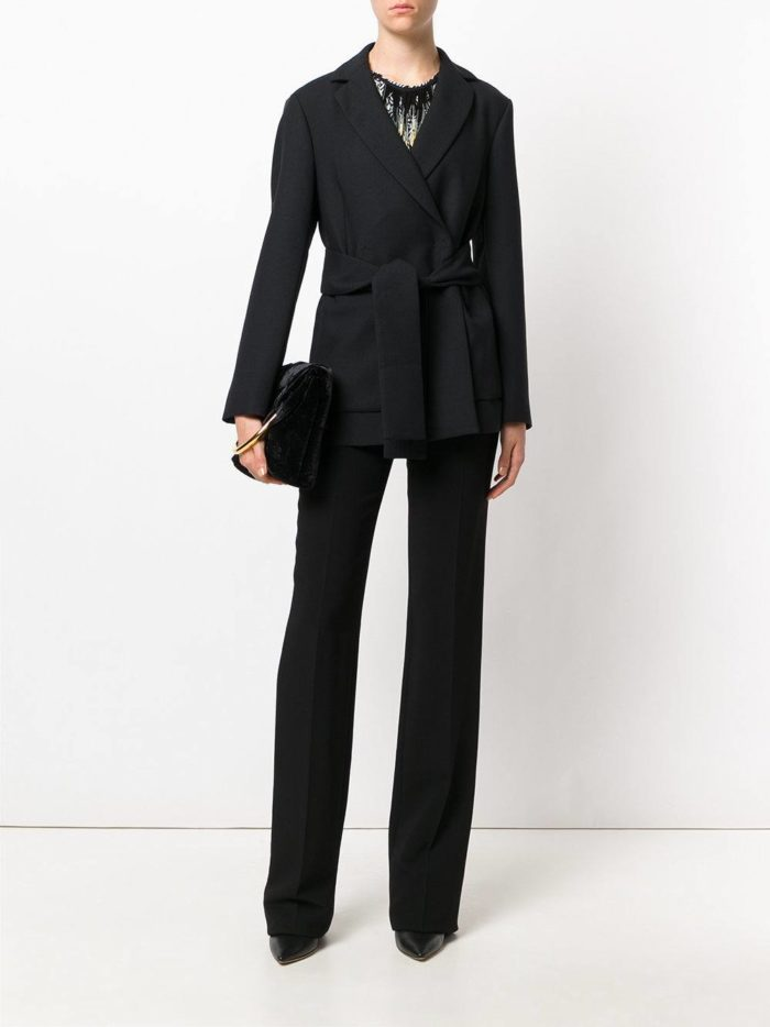 костюм с поясом черный