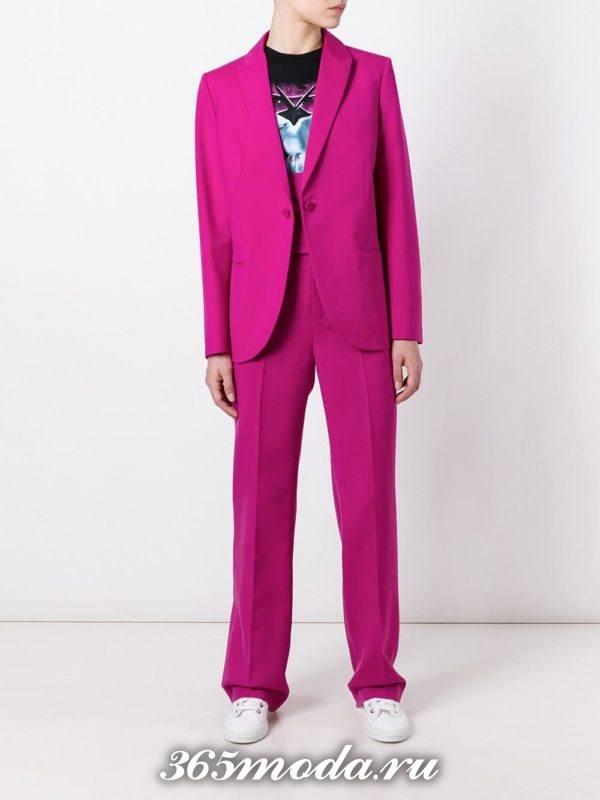 костюм в мужском стиле яркий