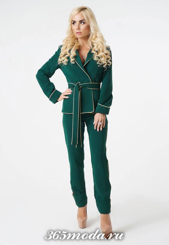 костюм с поясом зеленый