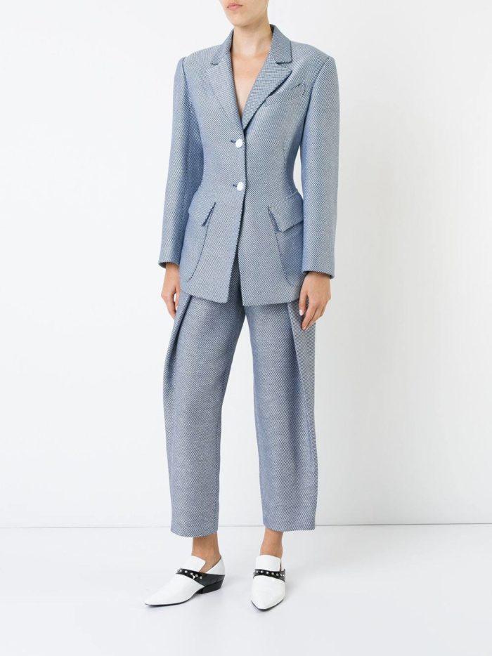костюм с длинным пиджаком светлый