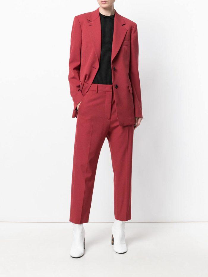 Женские костюмы 2019-2020 года: в мужском стиле бордовый