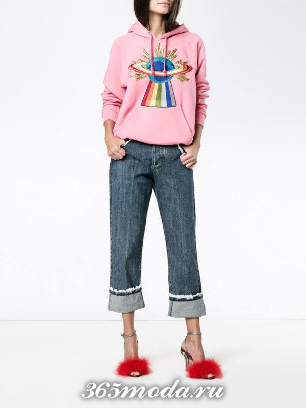 летний лук с укороченными джинсами с отворотом