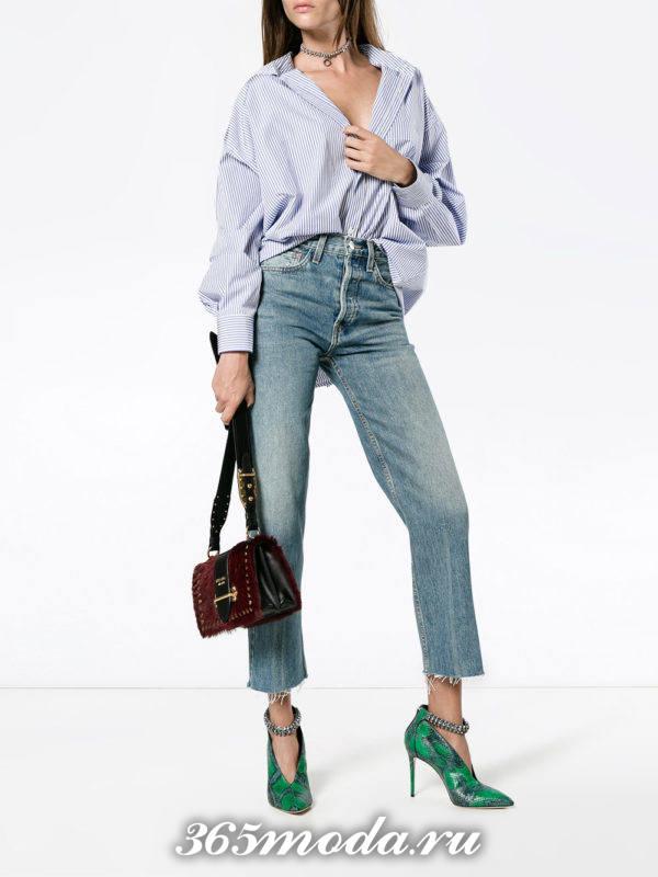 летний лук с голубыми джинсами