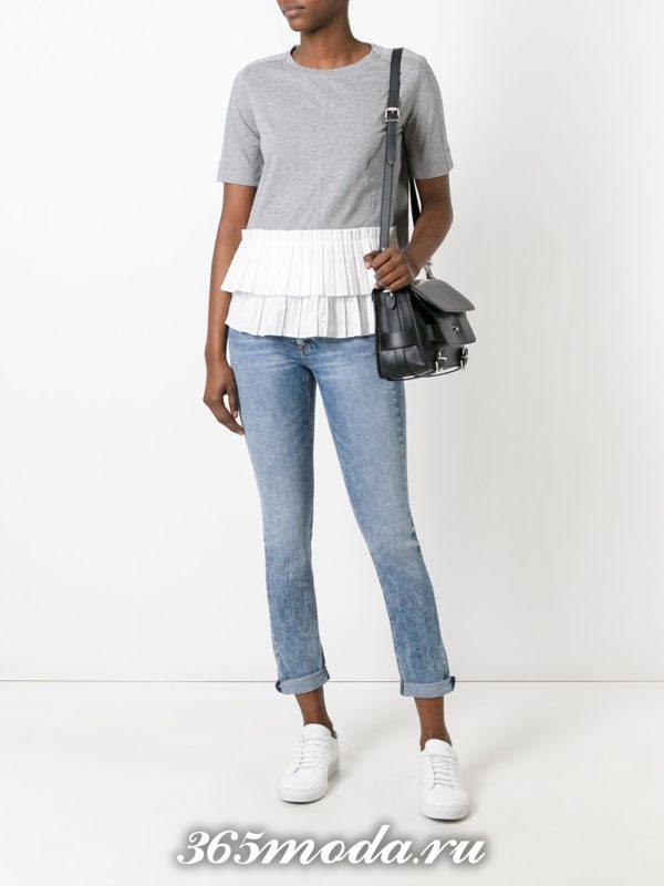 летний лук с светлыми укороченными джинсами