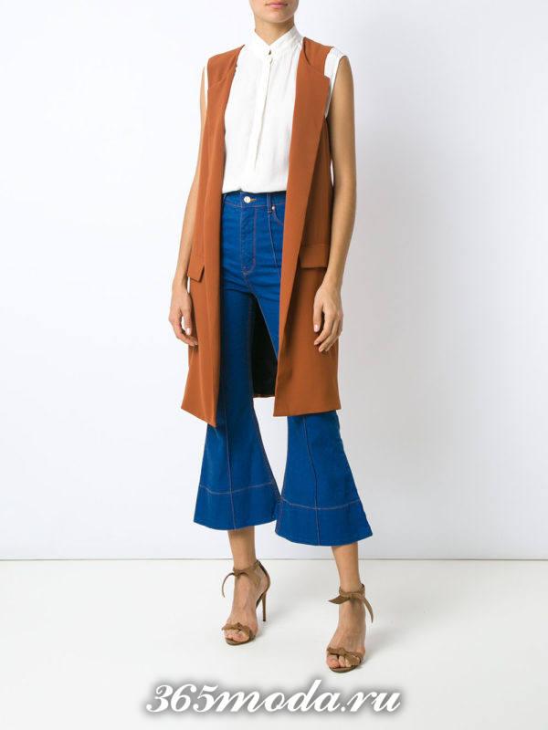 летний лук с джинсами клеш
