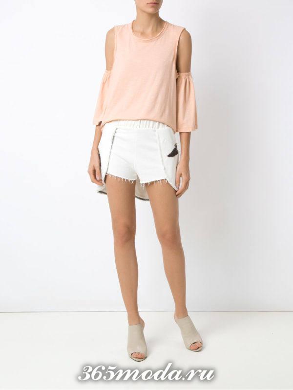 летний лук с светлыми шортами