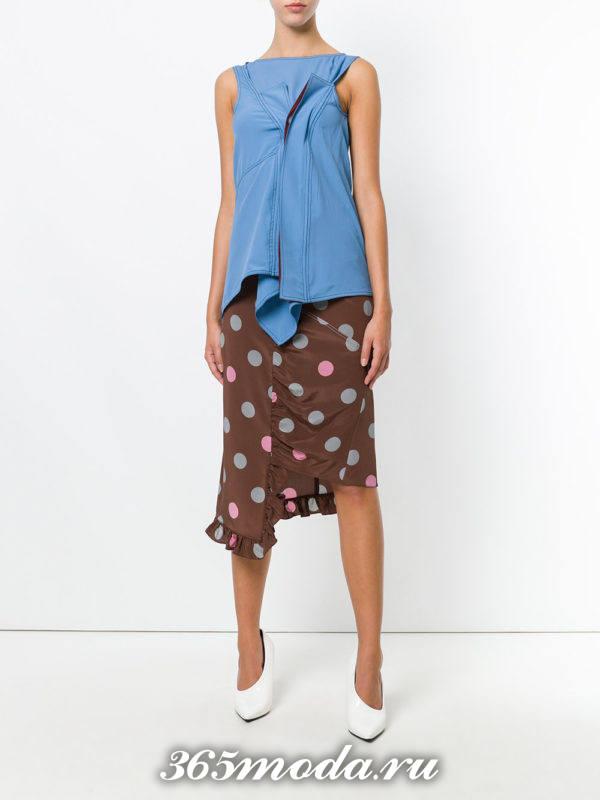 летний лук с асимметричной юбкой с принтом