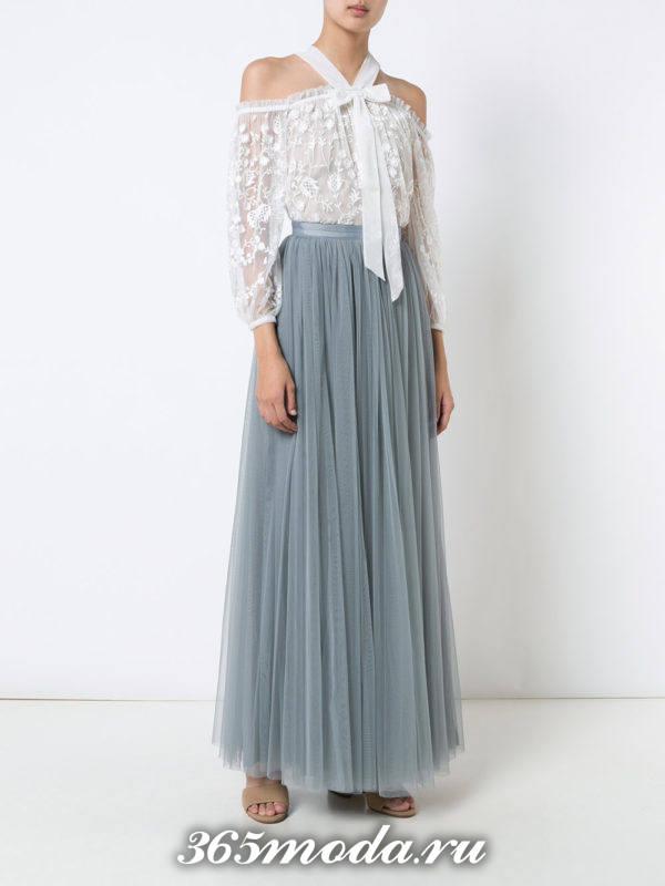 летний лук с длинной серой юбкой