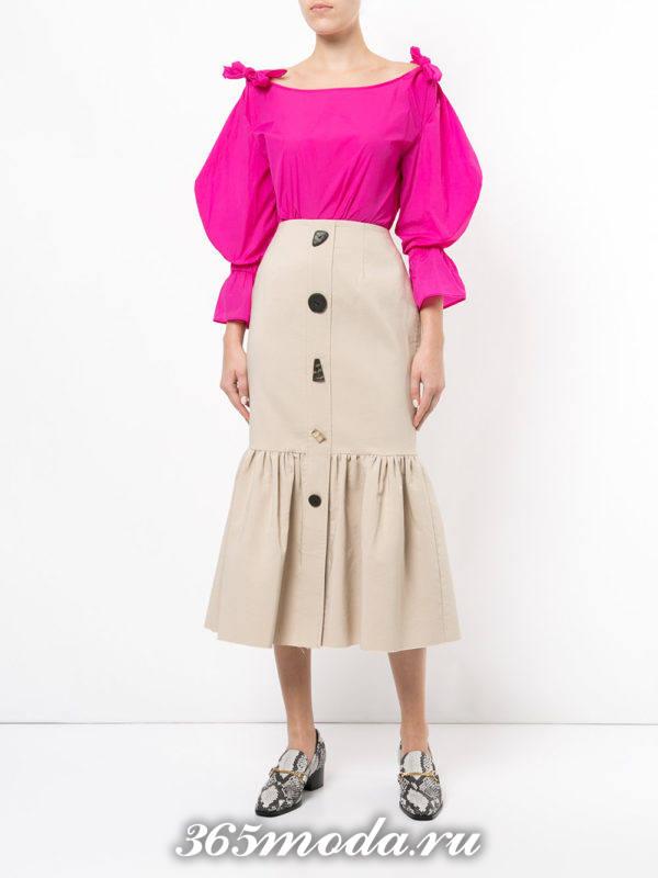 летний лук с бежевой юбкой годе