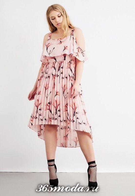 летний лук с розовым сарафаном плиссе