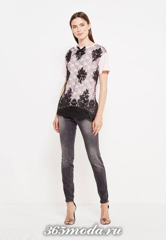летний лук с футболкой с декором