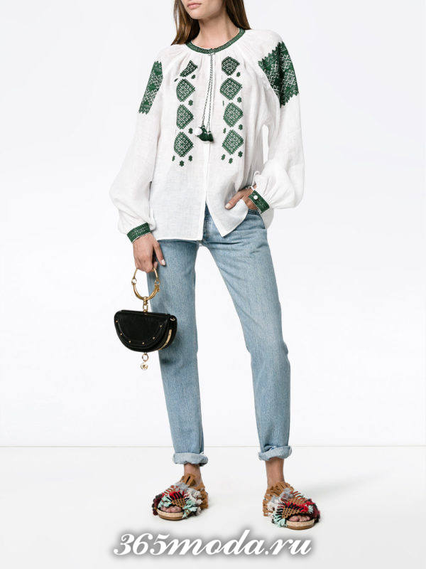 летний лук с белой туникой с вышивкой