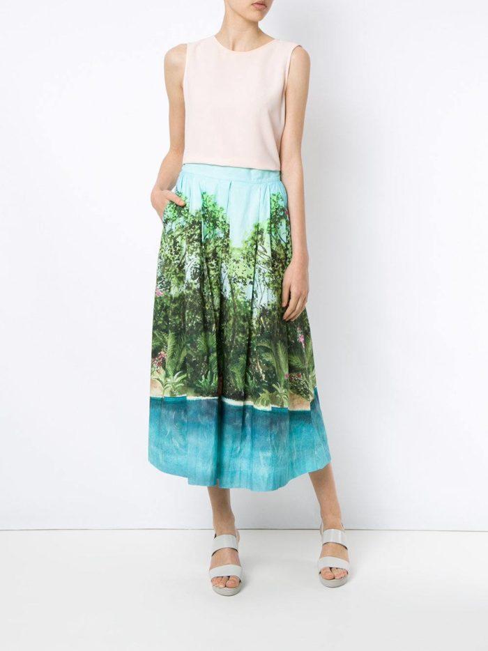летний образ с юбкой с рисунком