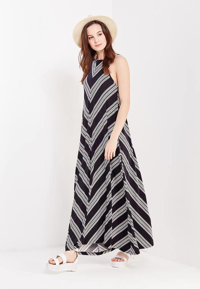летний образ с длинным полосатым платьем