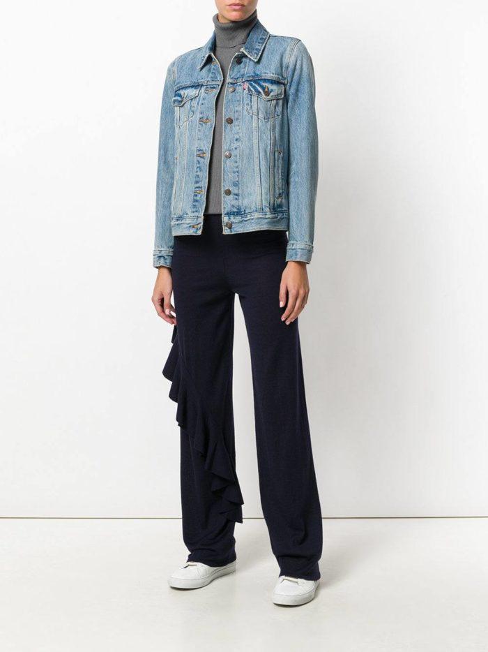 с черными брюками под джинсовую куртку