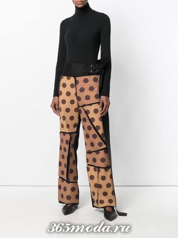 модный лук весна-лето: с коричневыми брюками в горох