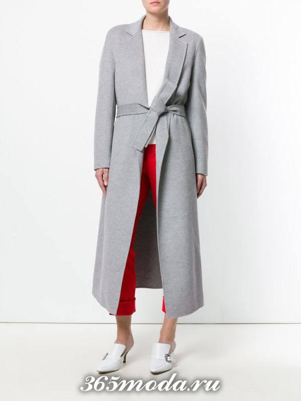 лук с длинным серым пальто