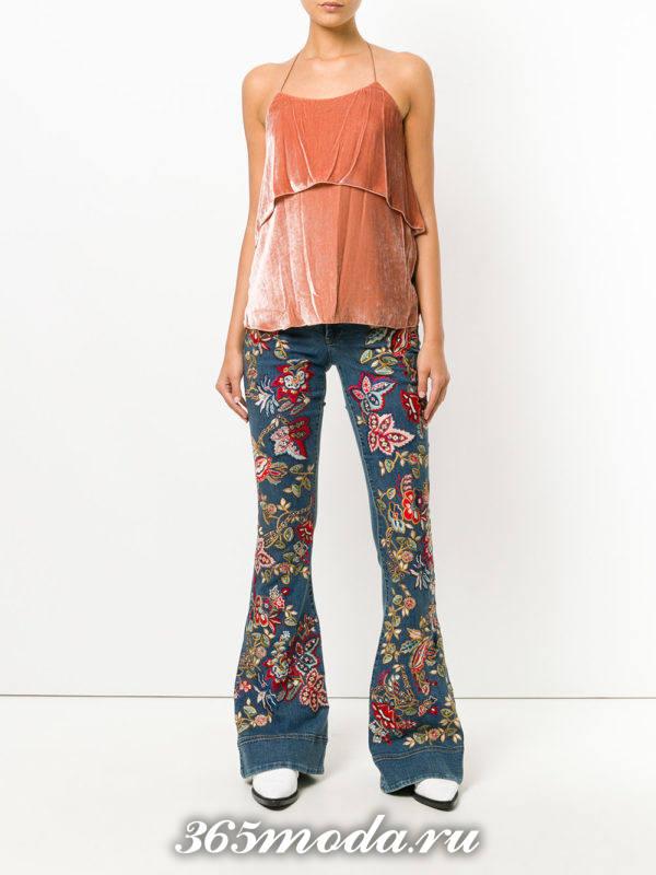 лук с джинсами клеш с вышивкой