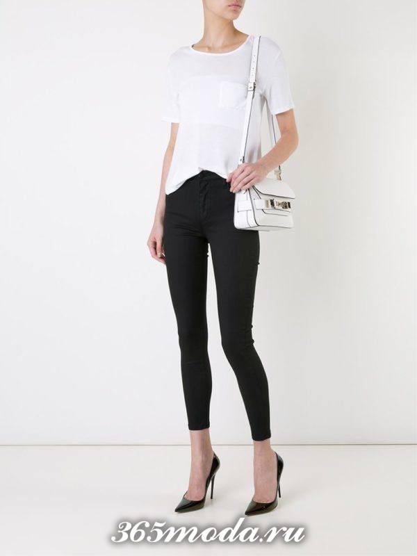 лук с черными укороченными джинсами