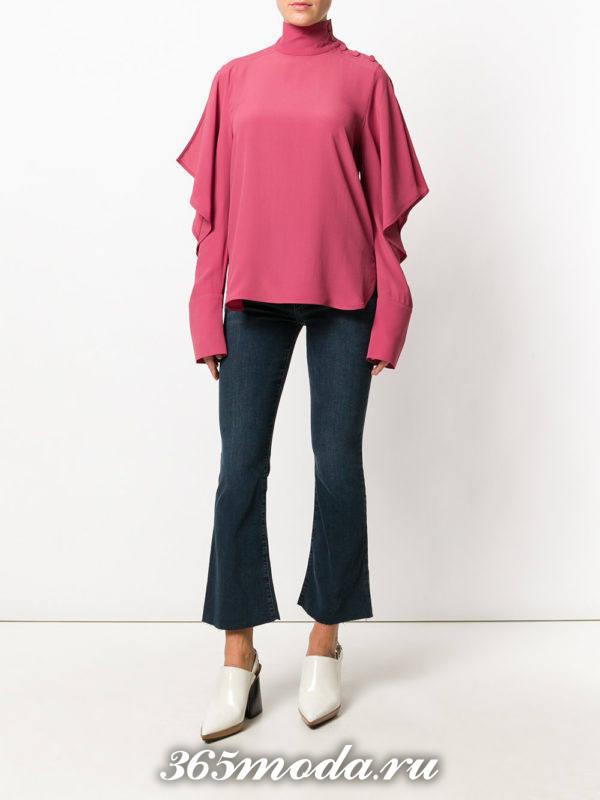 лук с укороченными джинсами клеш