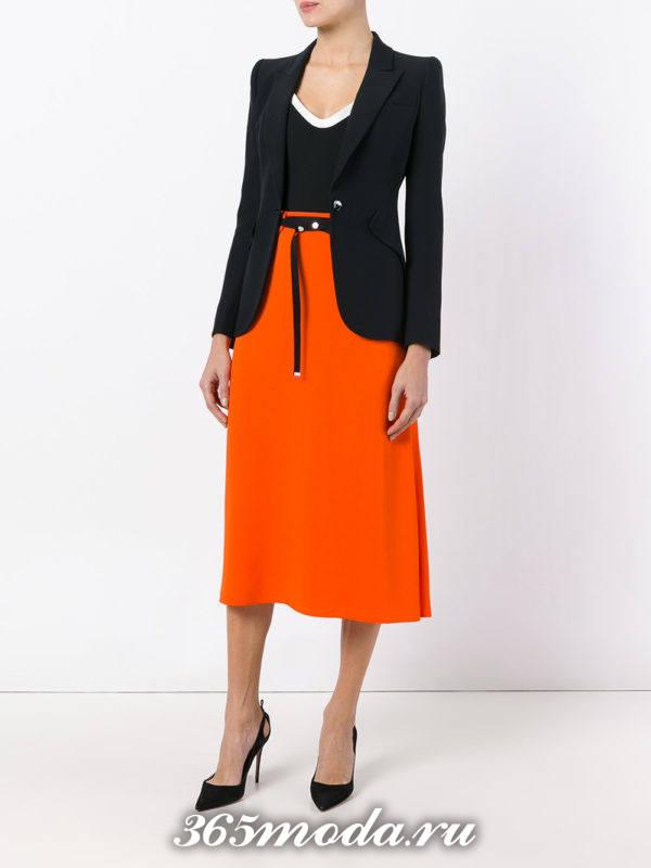 лук с оранжевой юбкой