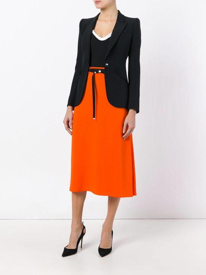 лук с ярко-оранжевой юбкой
