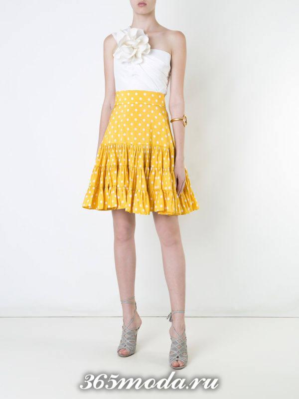 лук с желтой юбкой в горошек