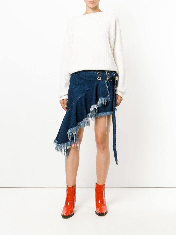 лук с джинсовой юбкой наискосок
