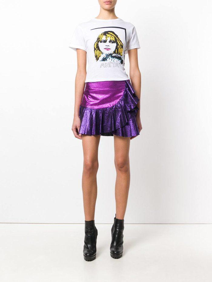 лук с блестящей фиолетовой юбкой