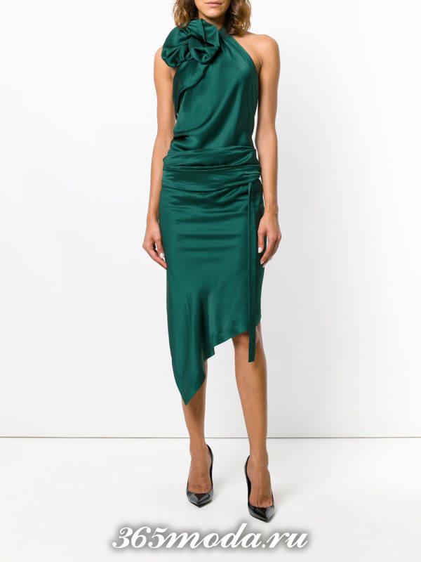 лук с зеленым платьем