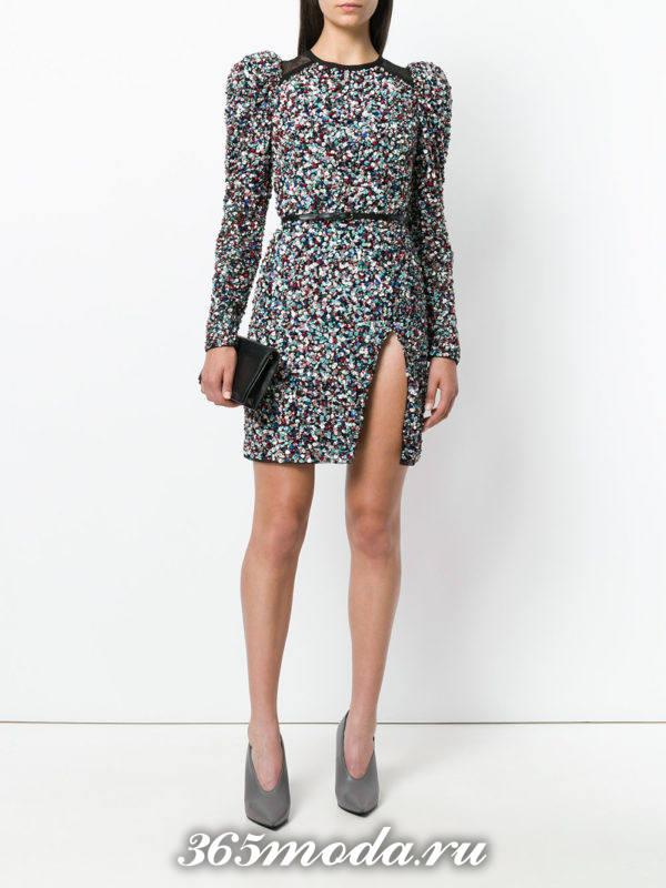 лук с серым коротким платьем