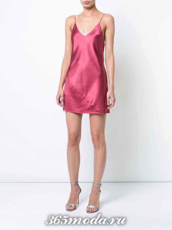 лук с бордовым коротким платьем на тонких лямках