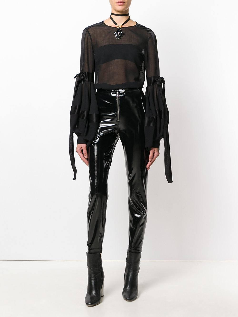modniye-bluzki-iz-shifona-foto-28 Жми! Модные блузки из шифона 2019-2020 года тенденции 70 фото