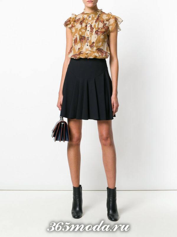 блузка из шифона с короткими рукавами коричневая с принтом