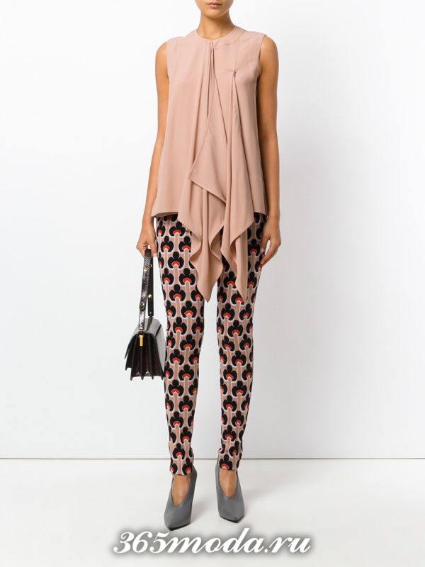 шифоновая блузка с брюками с принтом