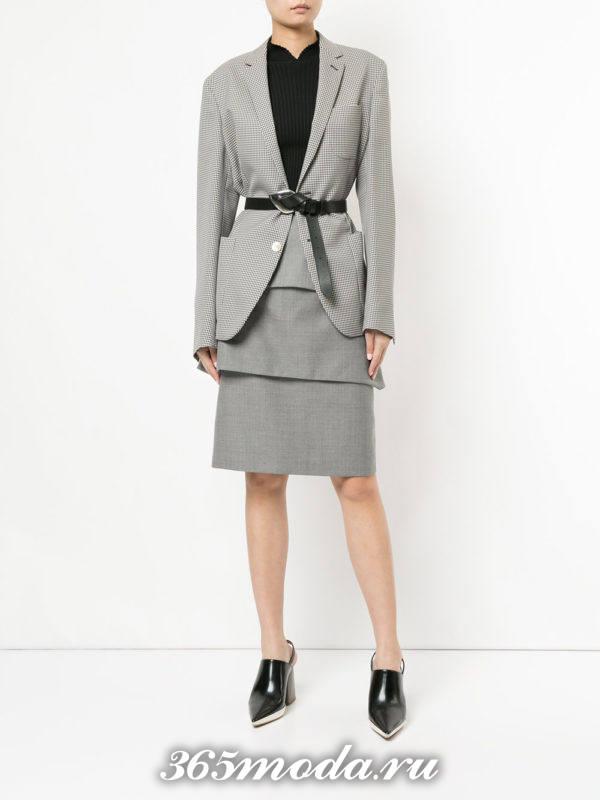 серый костюм с юбкой осень-зима