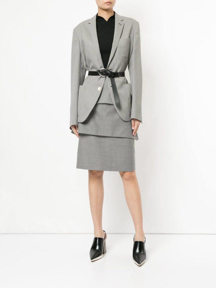 серый костюм с юбкой