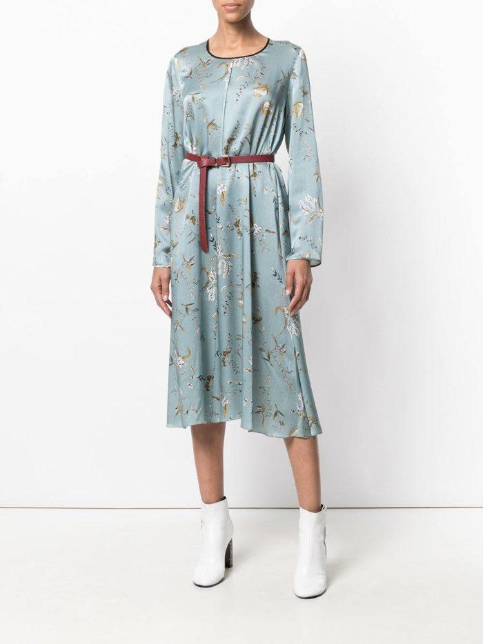 голубое платье с принтом