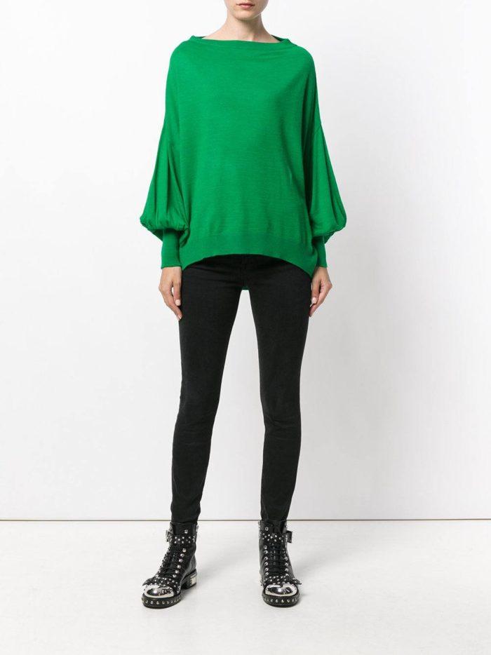 зеленый свитер с рукавами клеш