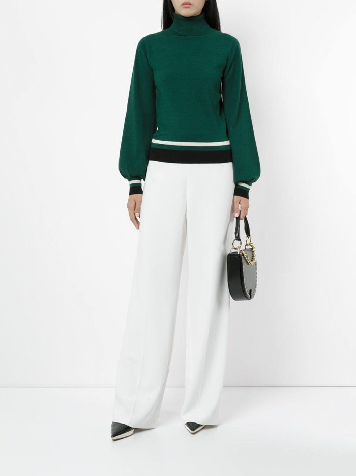 зеленый свитер с полосками