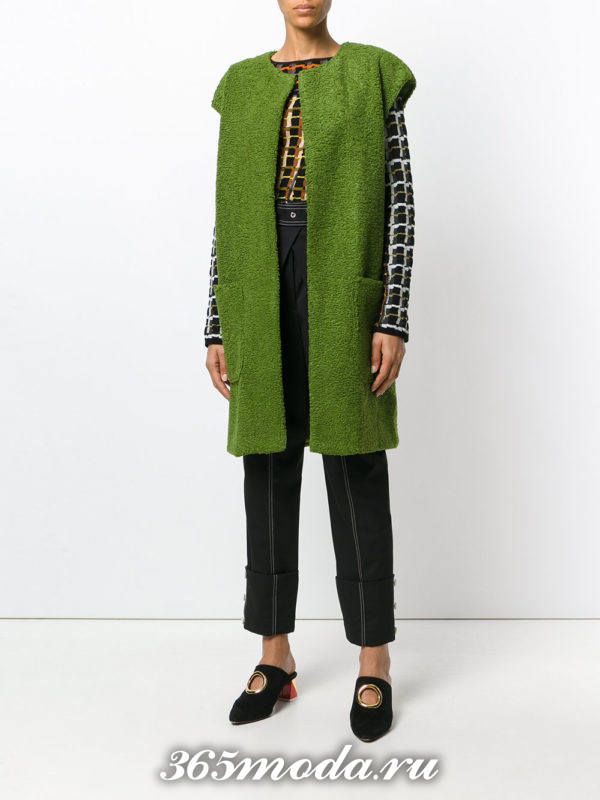зеленая жилетка осень-зима