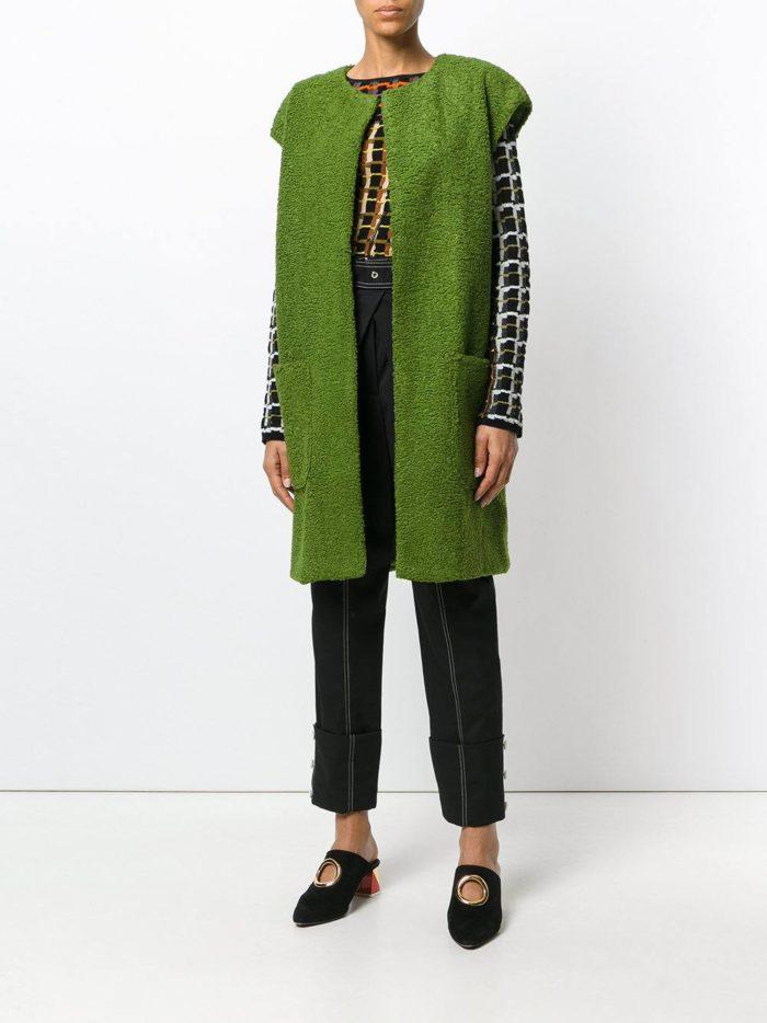 зеленая жилетка