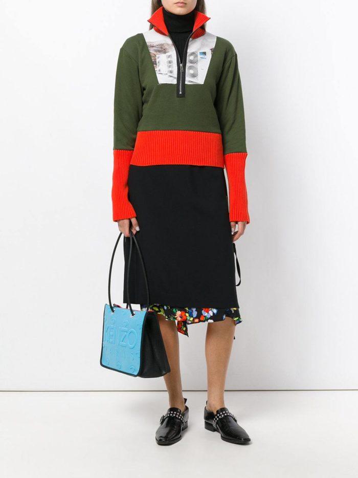 оливковый комбинированный свитер