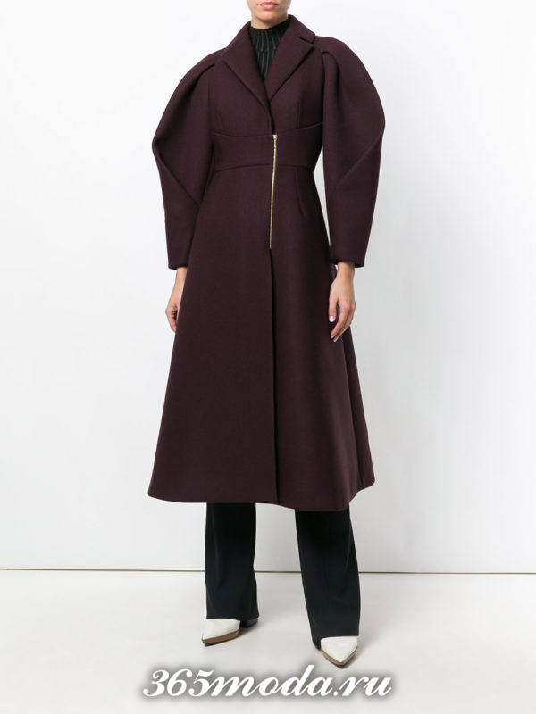 модный лук с бордовым пальто на молнии