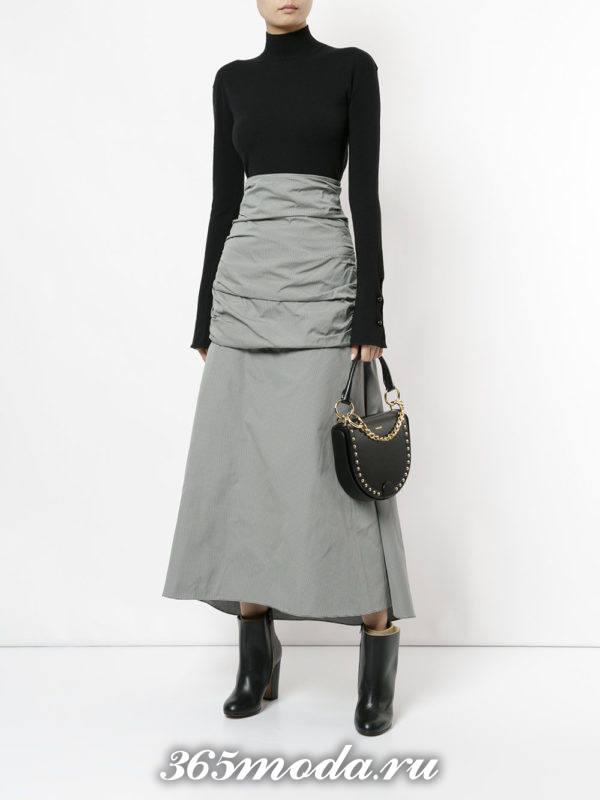 модный лук с серой длинной юбкой