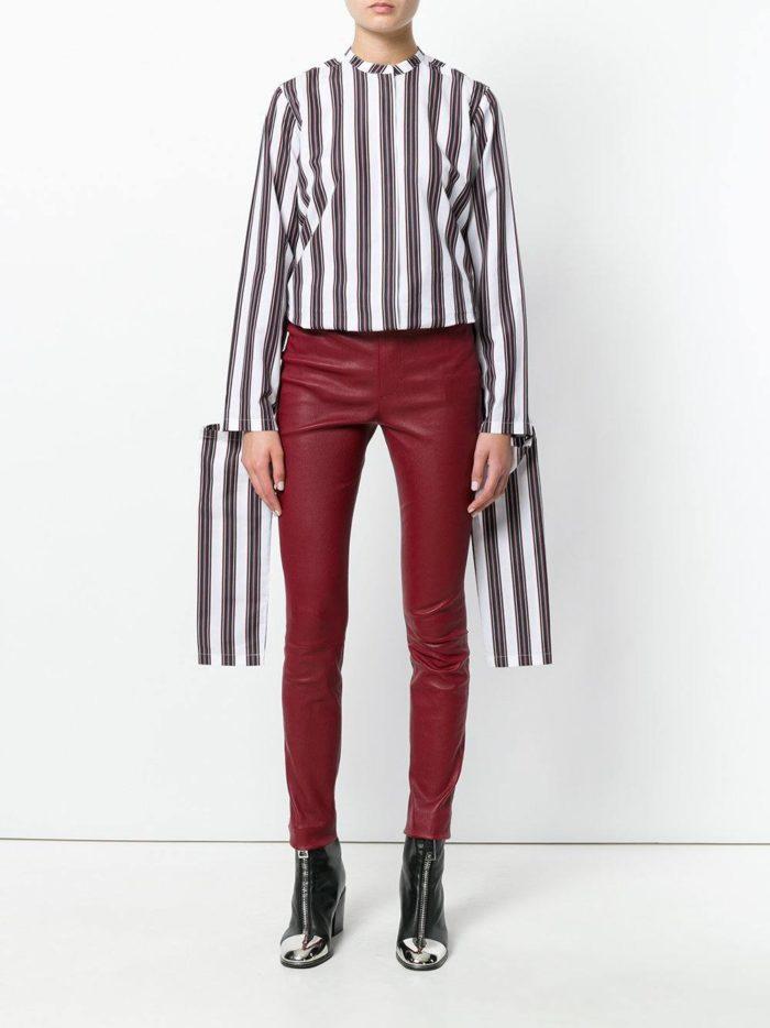 Модные цвета осень-зима 2019-2020: лук с бордовыми кожаными брюками