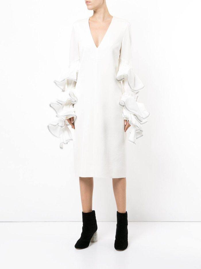 Модные цвета осень-зима 2019-2020: белое платье с воланами