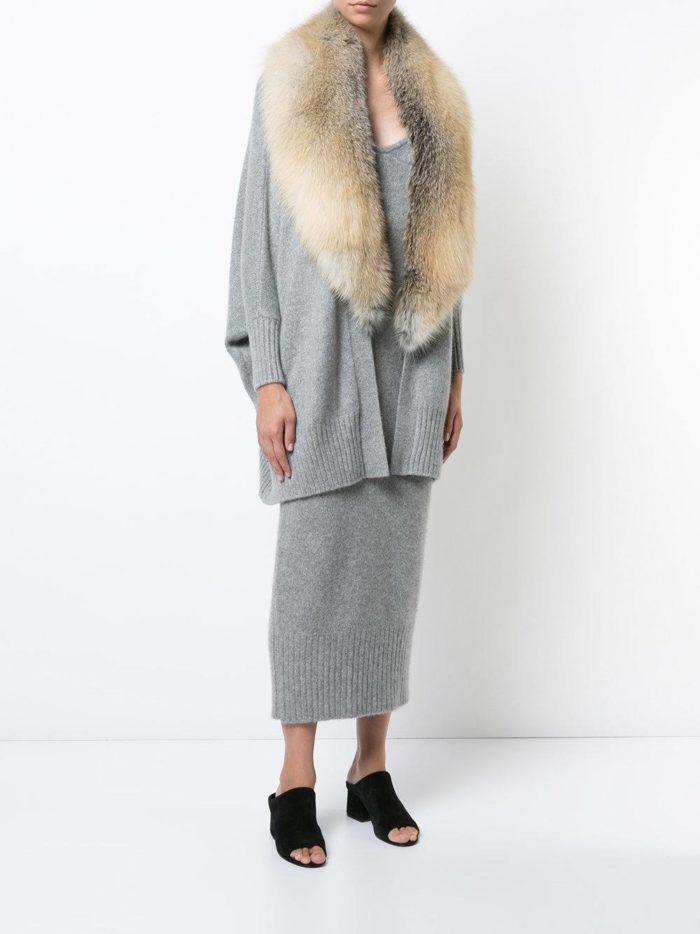 модные кардиганы: серый с меховым воротником
