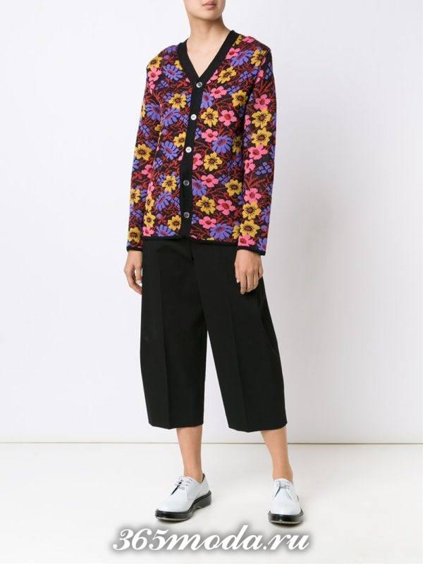 модные кардиганы: на пуговицах с принтом цветов